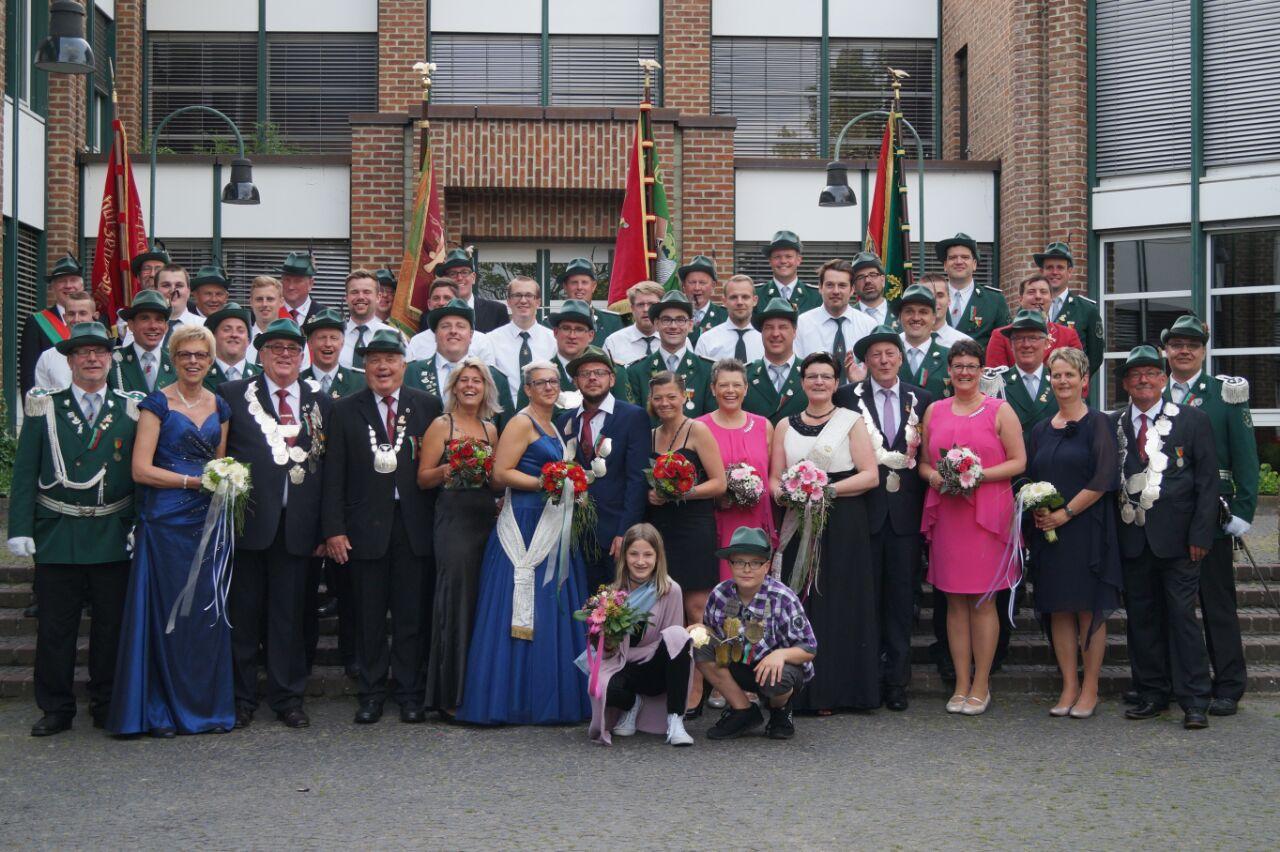 Bild Gruppe Rathaus